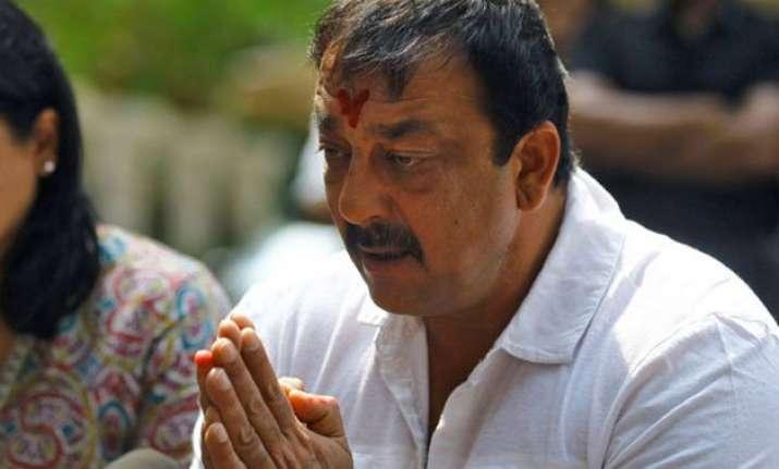 sanjay dutt gets 30 days parole in mumbai bomb blasts case