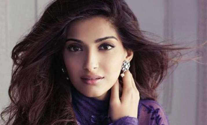 sonam kapoor recovering well from swine flu