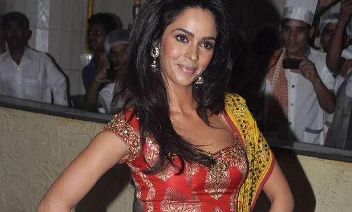 mallika sherawat keen to play draupadi on big screen