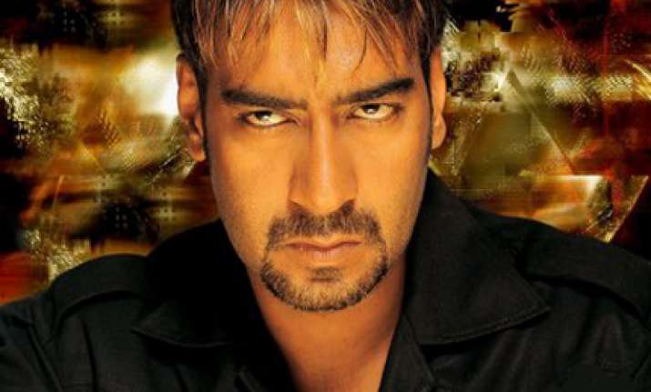 devgn says he dislikes a coterie around him