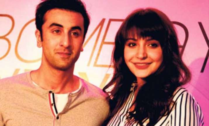 anushka ranbir to share seven lip locks in bombay velvet