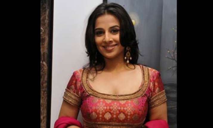 vidya gets a cameo role with abhi in dum maro dum