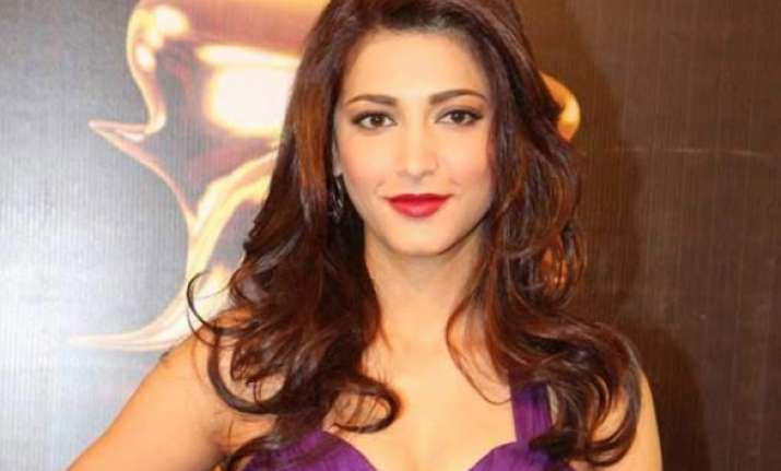 shruti records song for gabbar is back in one