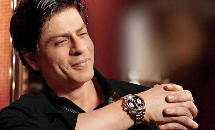 shah rukh khan receives autographed copy of the alchemist