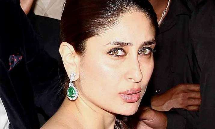 kareena kapoor khan to do a sizzling item number for