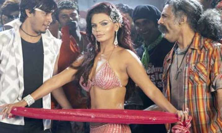 rakhi sawant opposes foreigners in bollywood