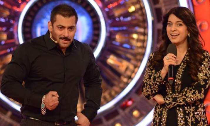 does salman feel juhi chawla is fit to play his mother on