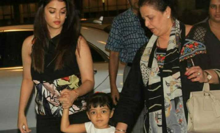 cannes 2015 aishwarya rai bachchan to keep her fans posted