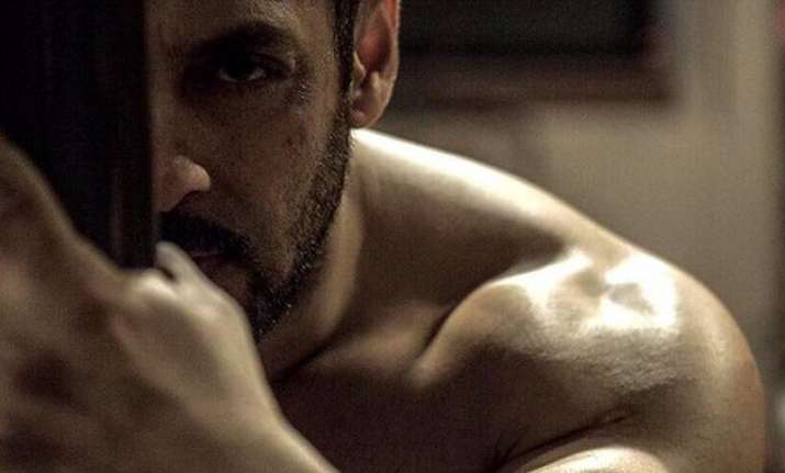 sultan second look out salman khan is looking smoking hot