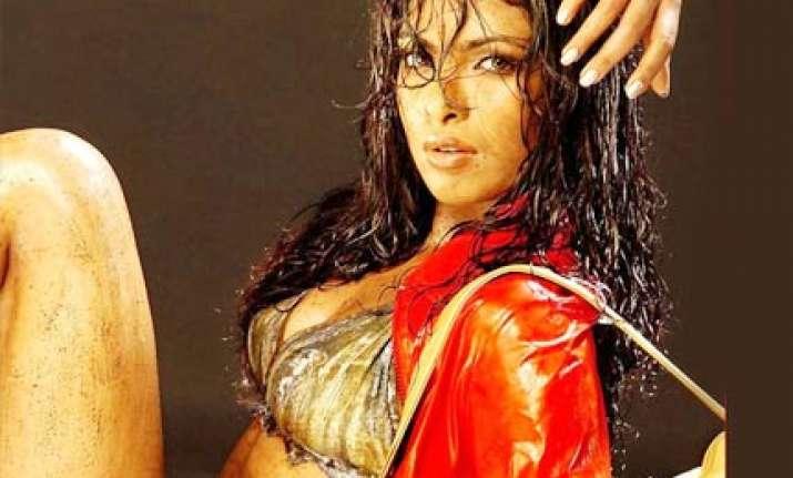 priyanka most kissable star aish second kareena third in