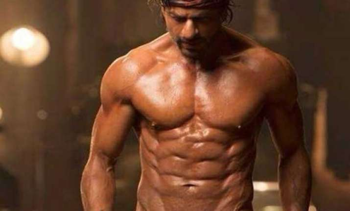 gauri says shah rukh s eight pack looks fabulous in happy