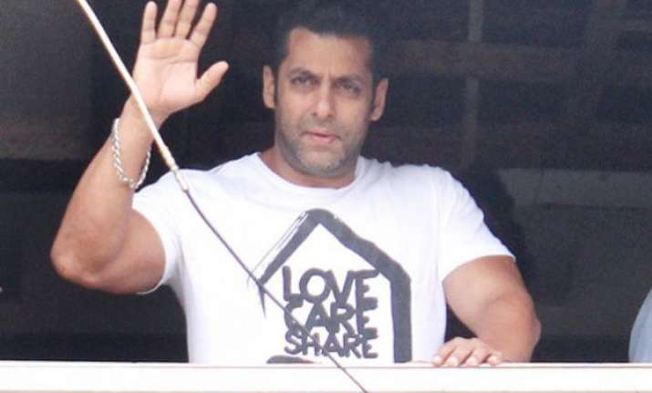 security beefed up outside salman khan s residence after