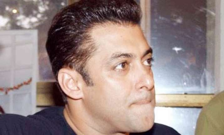 salman asks fans to stay away from communalism