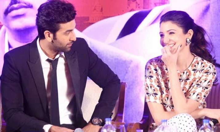 ranbir kapoor flirts with anushka sharma during bombay