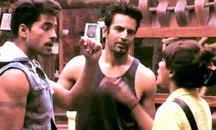 bigg boss 8 day 19 soni calls gautam a liar task and luxury