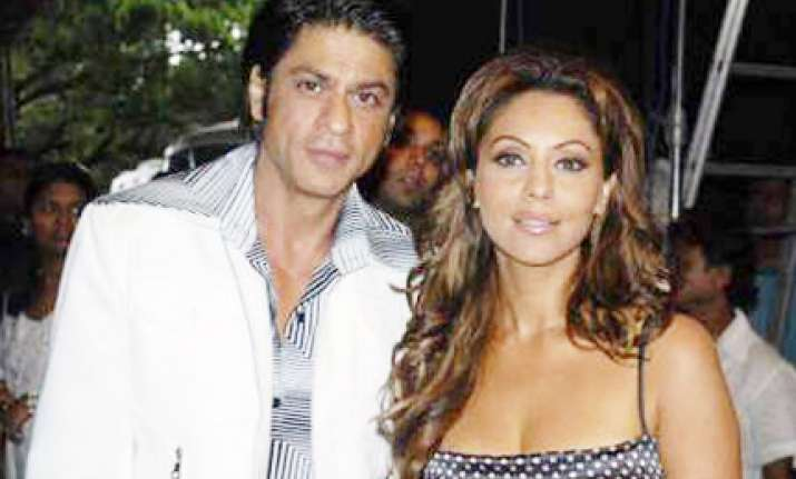 insecure srk once told gauri not to wear mini skirts