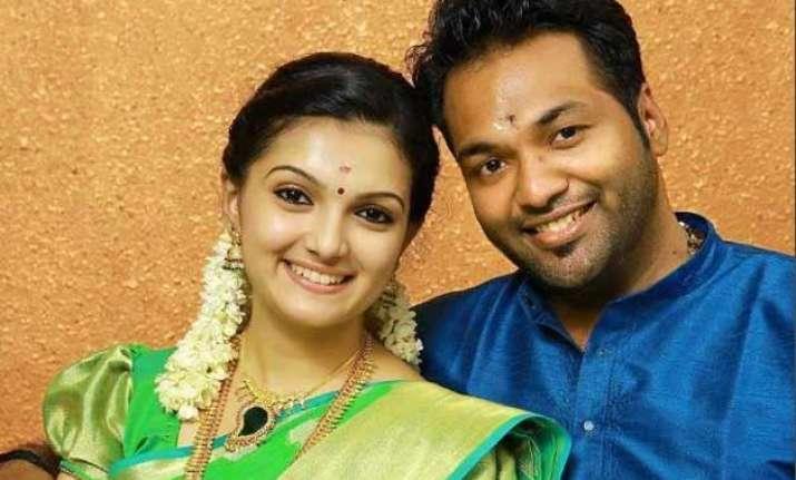southern actress saranya mohan gets secretly engaged to
