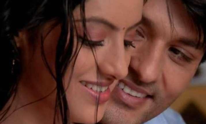diya aur baati hum sooraj and sandhya romance during mooh