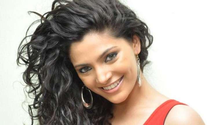 saiyami kher gearing up for big telugu debut