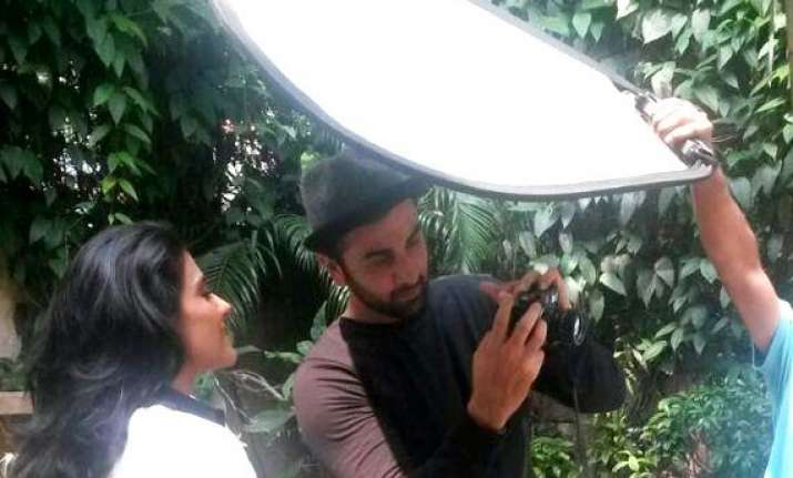 ranbir kapoor turns photographer for kajol view pics