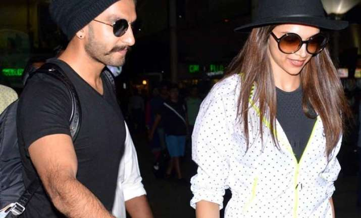 spotted ranveer and deepika kissing at the airport
