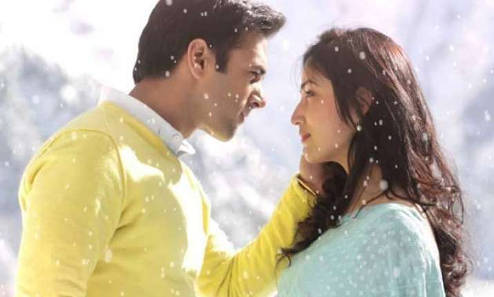 sanam re earns rs.5.04 crore on opening day