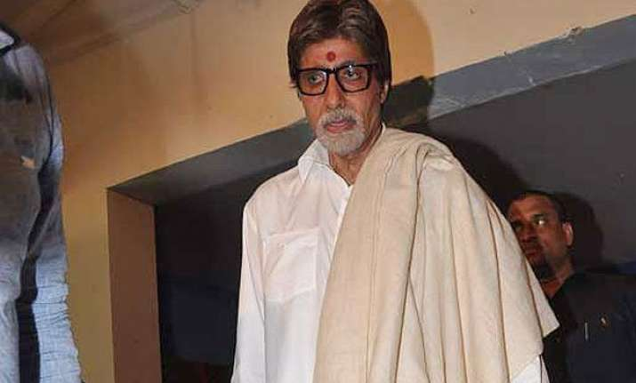 amitabh bachchan observes father s 12th death anniversary