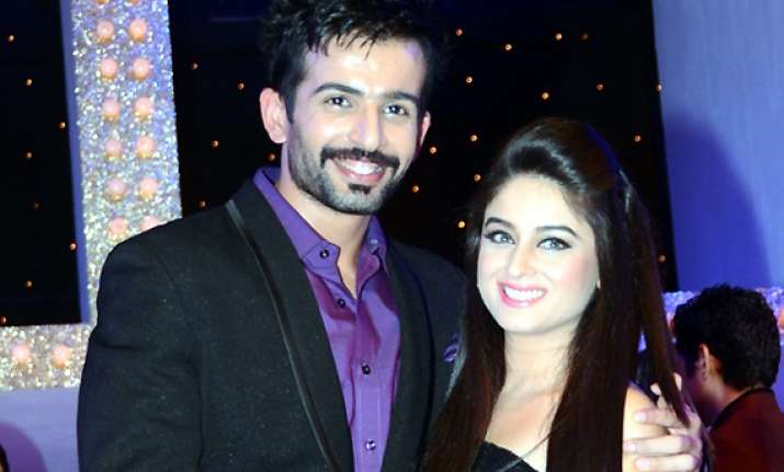 having jay in same profession makes life easier for mahhi