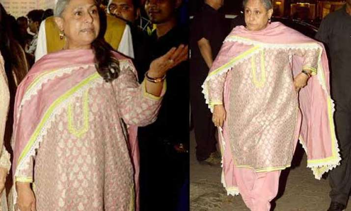 jaya bachchan again loses temper over a journalist view pics
