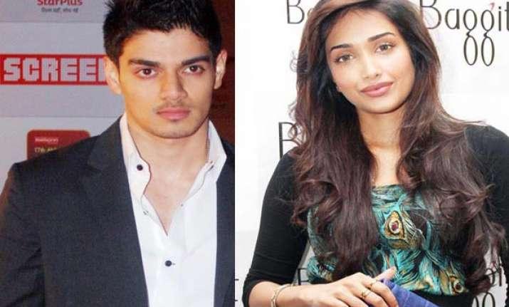 jiah khan hanged herself after phone call from boyfriend