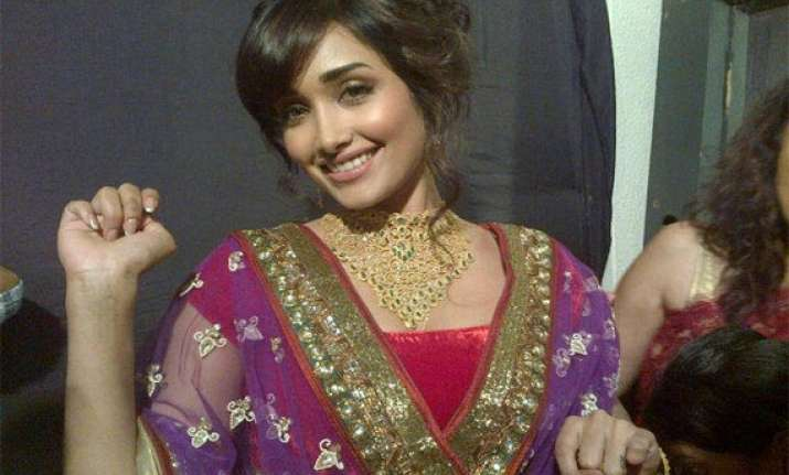 jiah khan helped her maid to marry even after she stole her