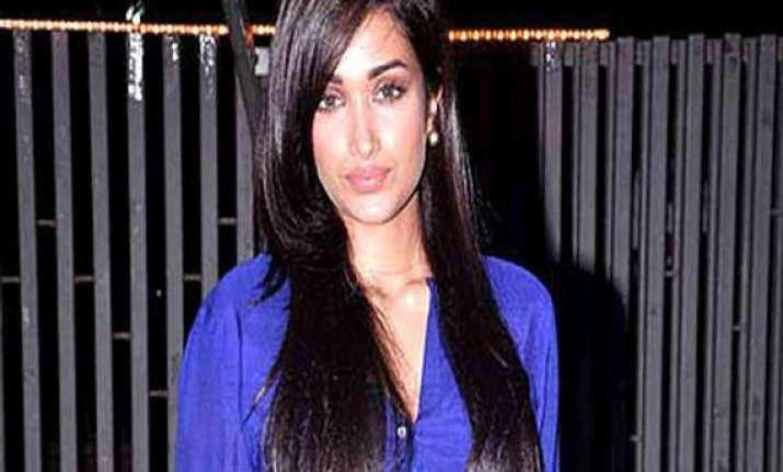 jiah khan laid to rest in mumbai cemetery bollywood actors