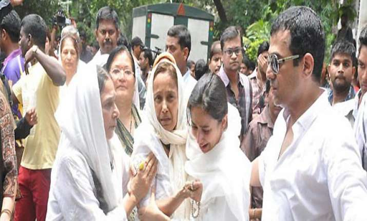 jiah khan suicide family to give her letter mentioning love