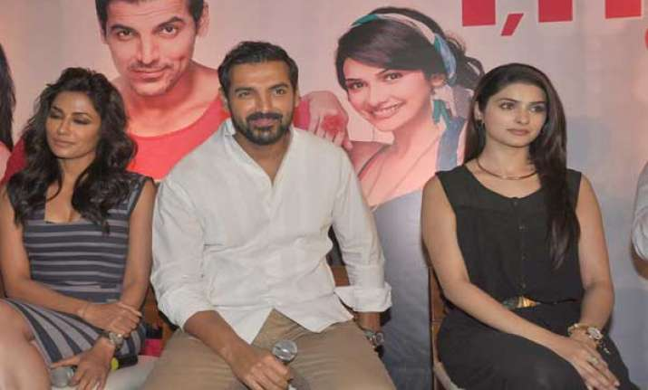 john abraham on date with tv journalists