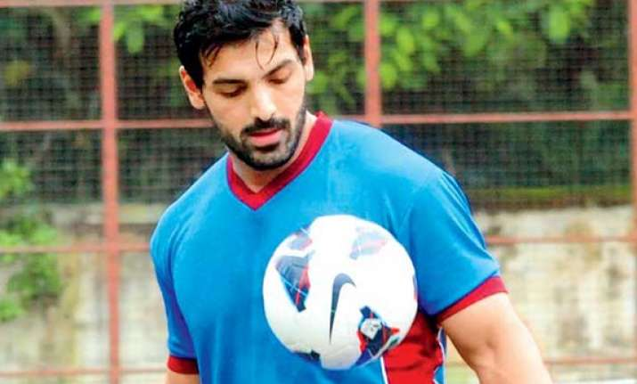 john abraham wants real footballers for his next 1911