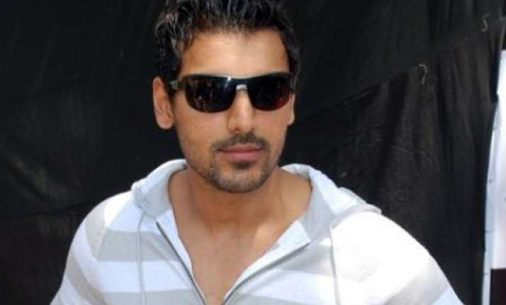 john abraham suffers hairline fracture during action