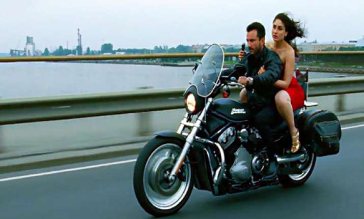 kareena kapoor wants saif ali khan to play cop onscreen