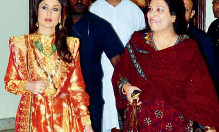 kareena kapoor attends saif s cousin s haldi ceremony