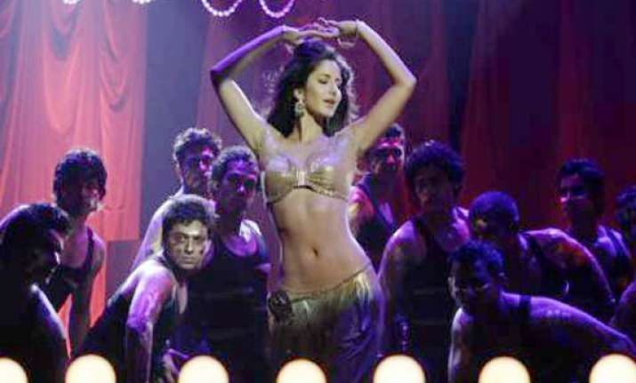 katrina does a hot tapori number