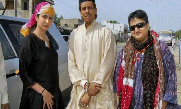 katrina visit ajmer dargah prays for znmd success