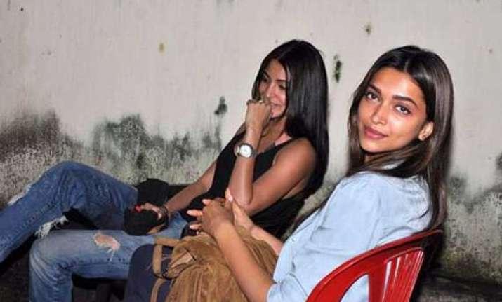 koffee with karan 4 anushka sharma denies being friends