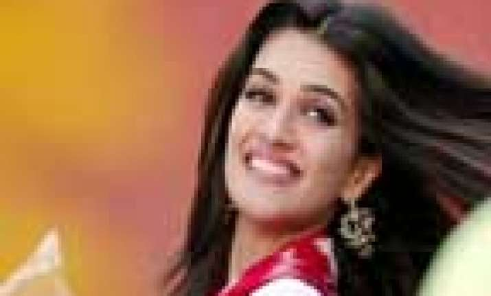 kirti sanon feels more comfortable while facing camera