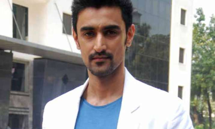 kunal kapoor raises rs 45 lakh through crowd sourcing