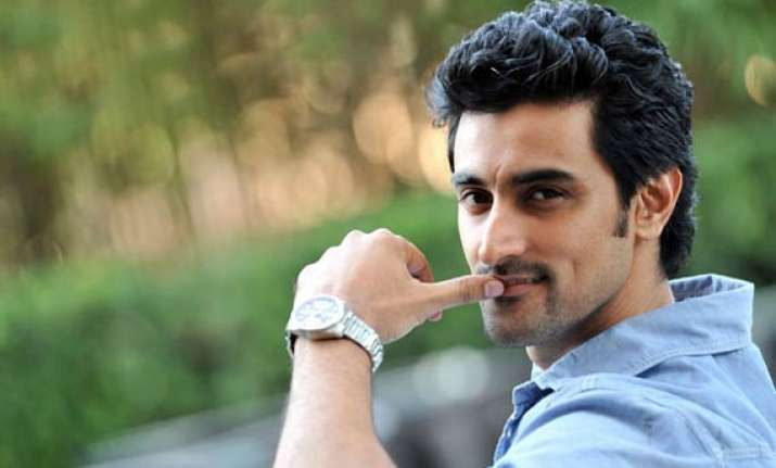 kunal kapoor raises 45 lakh by crowd sourcing