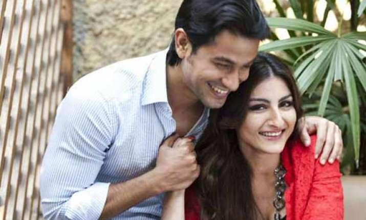 kunal kemmu proposes soha ali khan is wedding round the