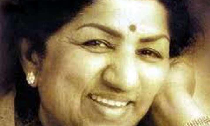 lata mangeshkar to get yash chopra memorial award