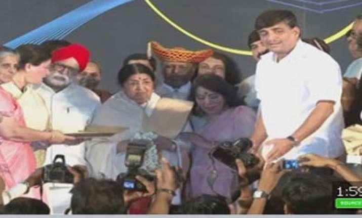 lata conferred swarbhaskar award