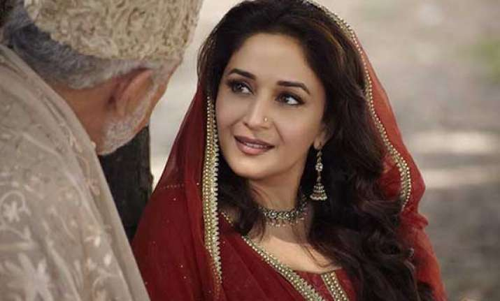 madhuri dixit s first look in dedh ishqiya out view pics
