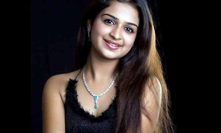malayalam actress swarna on ventilator support