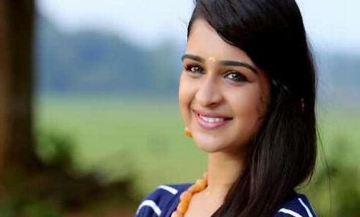 malayalam actress swarna thomas out of danger recovering